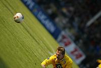 Fotball - 1. mai 2002. Odd Grenland - Start i Skien. Donatas Vencevicius, Start tryner innenfor 16 meteren. Nedtur.<br /> Foto: Andreas Fadum, Digitalsport