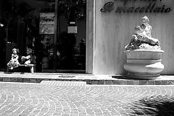 Taranto, Nuova macelleria esageratamente lussuosa, una boutique della carne
