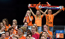 27-09-2015 NED: Volleyball European Championship Nederland - Polen, Apeldoorn<br /> Nederland verslaat Polen met 3-1 / Omnisport Apeldoorn kleurt Oranje support publiek