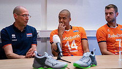 07-05-2019 NED: Press moment national volleyball team Men, Arnhem<br /> Roberto Piazza, the new national coach of the Dutch men's team, gives an overview of the group matches of the Golden European League, the OKT and the European Championship played in their own country / Coach Roberto Piazza, Nimir Abdelazziz #14 of Netherlands, Gijs Jorna #7 of Netherlands