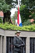 Een militair uit de Van Heutz-kazerne houdt de wacht bij het monument. In Arnhem worden op het landgoed van Het Koninklijk Tehuis voor Oud-Militairen en Museum Bronbeek de slachtoffers van de Birma Siam en de Pakanbaru spoorlijnen herdacht. Bij de aanleg van deze twee 'dodenspoorwegen' tijdens de Tweede Wereldoorlog zijn veel slachtoffers gevallen onder de dwangarbeiders die door de Japanse bezetter tewerk zijn gesteld.<br /> <br /> In Arnhem at the property of The Royal Home for Former Soldiers and Museum Bronbeek the victims of Burma and Siam railway Pakanbaru are commemorated. In the construction of these two 'dead railways' during World War II, many casualties among the convicts who are employed by the Japanese are made.