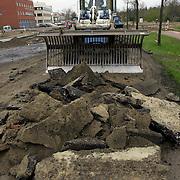Bouw rotonde de Haar - Bovenmaatweg, bulldozer met stenen