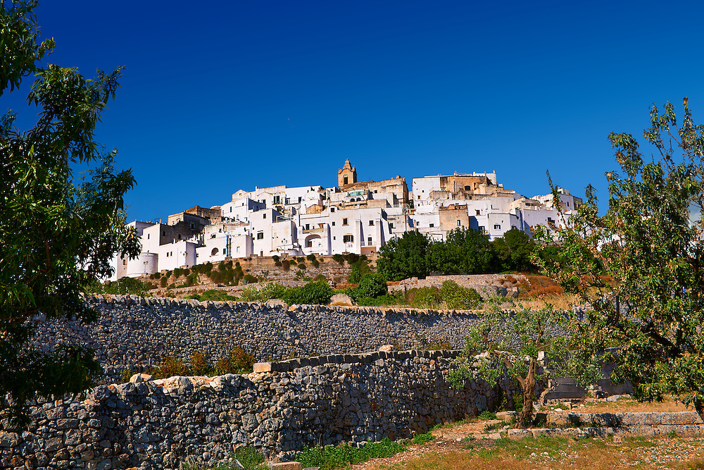 The medieval white fortified hill town walls of Ostuni, The White Town, Puglia, Italy. .<br /> <br /> Visit our ITALY HISTORIC PLACES PHOTO COLLECTION for more   photos of Italy to download or buy as prints https://funkystock.photoshelter.com/gallery-collection/2b-Pictures-Images-of-Italy-Photos-of-Italian-Historic-Landmark-Sites/C0000qxA2zGFjd_k<br /> .<br /> <br /> Visit our MEDIEVAL PHOTO COLLECTIONS for more   photos  to download or buy as prints https://funkystock.photoshelter.com/gallery-collection/Medieval-Middle-Ages-Historic-Places-Arcaeological-Sites-Pictures-Images-of/C0000B5ZA54_WD0s