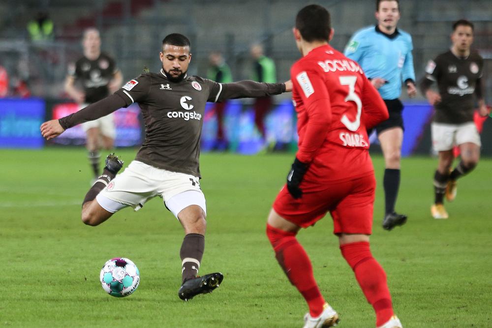 Fussball: 2. Bundesliga, FC St. Pauli - VFL Bochum, Hamburg, 28.01.2021<br /> Daniel-Kofi Kyereh (Paili, l.) erzielt das 2:1<br /> © Torsten Helmke