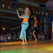 Miss Nederland 2003 reis Turkije, Turkse avond, buikdanseres