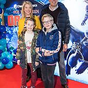 NLD/Amsterdam/20190112 - Premiere Hoe Tem je een Draak 3, Sandra Ysbrandy met haar gezin