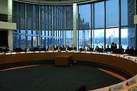 01 DEC 2004, BERLIN/GERMANY:<br /> Uebersicht Sitzungssaal, vor Wiederaufnahme einer Sitzung des Verteidigungsauschusses des Deutschen Bundestages, Paul-Loebe-Haus <br /> IMAGE: 20041201-01-086<br /> KEYWORDS: Übersicht