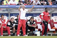 Fotball<br /> Tyskland<br /> 27.09.2014<br /> Foto: Witters/Digitalsport<br /> NORWAY ONLY<br /> <br /> Schlussjubel Trainer Armin Veh (Stuttgart)<br /> Fussball Bundesliga, VfB Stuttgart - Hannover 96 1:0