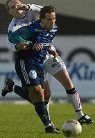 Fotball - 5. mai 2002 - Stabæk - Sogndal 4-0 Nadderud Stadion. Martin Andresen, Stabæk passerer Dag Christian Sørum, Sogndal.<br /> <br /> Foto: Andreas Fadum, Digitalsport