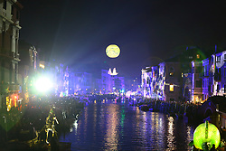 The Rio di Cannaregio turns into a real water stage with a show that every year attracts thousands of spectators, where floating structures transfer the theme of Carnival to the water. An exciting and spectacular water show curated by Studio Festi and Seconda Materia, where two seemingly opposite realities meet and merge, creating an extraordinary emotional imagery between cyberpunk journeys and dream-like dimensions.