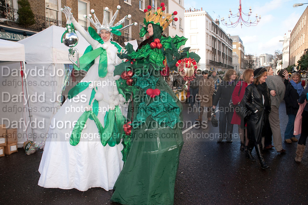 Belgravia Christmas Sunday. Elizabeth Street, Motcomb Street and Pimlico Rd. various Christmas activities. Father Christmas will also visited each street on his sleigh pulled by his reindeer. London. 6 December 2009<br />  <br />  *** Local Caption *** -DO NOT ARCHIVE-© Copyright Photograph by Dafydd Jones. 248 Clapham Rd. London SW9 0PZ. Tel 0207 820 0771. www.dafjones.com.<br /> Belgravia Christmas Sunday. Elizabeth Street, Motcomb Street and Pimlico Rd. various Christmas activities. Father Christmas will also visited each street on his sleigh pulled by his reindeer. London. 6 December 2009