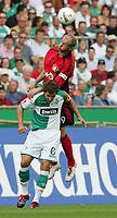 v.l. Sergej Barbarez, Frank Baumann Werder unten<br /> Bundesliga SV Werder Bremen - Bayer 04 Leverkusen<br /> <br /> Norway only