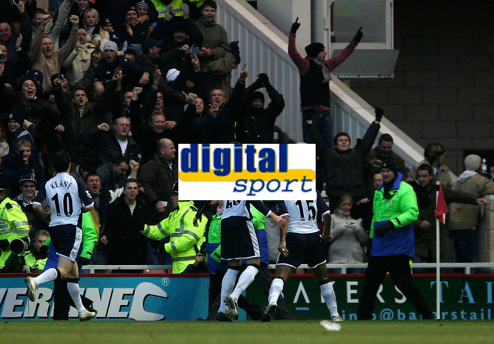Photo: Andrew Unwin.<br /> Middlesbrough v Tottenham Hotspur. The Barclays Premiership. 18/12/2005.<br /> Tottenham celebrate Mido's goal (#15), their third and the final equaliser.