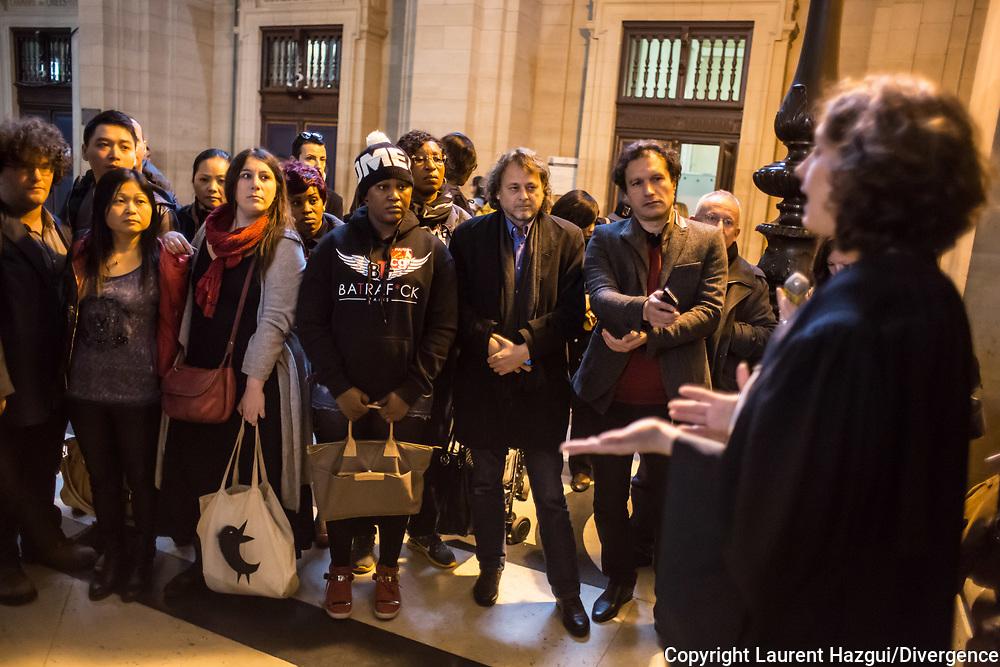 23102014. Paris. Tribunal de Grande Instance de Paris. L'avocate Aline CHANU. Procès des 18 sans-papiers travaillant dans le salon de coiffure du 57 boulevard de Strasbourg, en grève depuis trois mois, pour statuer sur l'expulsion du local qu'ils occupent. L'audience est reportée au 6 novembre 2014.