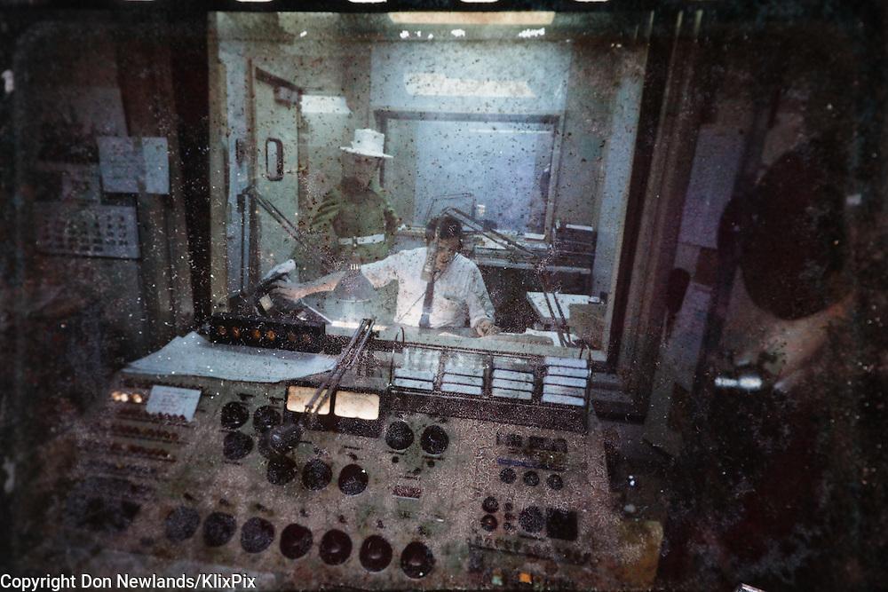 Dave Boxer; CFCF 600, radio; DJ; Montreal; man; entertainer; woman; broadcast; talent; music; circa 1967 - 1971