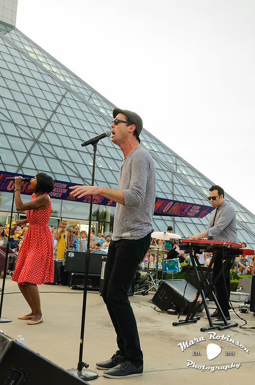 Fitz and the Tantrums, Michael Fitzpatrick, Noelle Scaggs, live at the Rock and Roll Hall of Fame, concert photography by Akron music photographer, Cleveland music photographer Mara Robinson