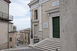 """Biccari (Vìcchërë in dialetto foggiano) è un comune italiano di 2.899 abitanti della provincia di Foggia in Puglia. Sorge sul Subappennino Dauno.<br /> Il centro urbano, situato a 41° 23' 47"""" lat. Nord e 15° 11' 41"""" long. Est, si sviluppa sopra una collina fra i 420 e 483 metri s.l.m., secondo una direttrice sud-ovest / nord-est e ricopre una superficie di circa 18,5 ettari. Il nucleo storico del centro urbano ha la forma che ricorda quella di un fagiolo ed ha la dimensione maggiore di circa 470 m, la minore di circa 170 m ed una estensione di circa 6,5 ettari.<br /> Nel territorio di Biccari è stato scoperto l'insediamento neolitico a maggiore altitudine della Puglia, ad oltre 700 m di quota in località Boschetto, lungo la riva del torrente Organo, a pochi chilometri dall'attuale centro abitato.<br /> Le origini del nucleo abitato di Biccari sono da porre tra il 1024 ed il 1054 ad opera dei bizantini del catepano Basilio Bojannes (Bogiano) e del vicario di Troia, Bisanzio de Alferana. Testimonianza dell'epoca è la torre cilindrica, facente parte di una serie di avamposti militari realizzati per meglio difendere la via Traiana, importante arteria di collegamento per i traffici ed il commercio tra l'Irpinia ed il Tavoliere."""