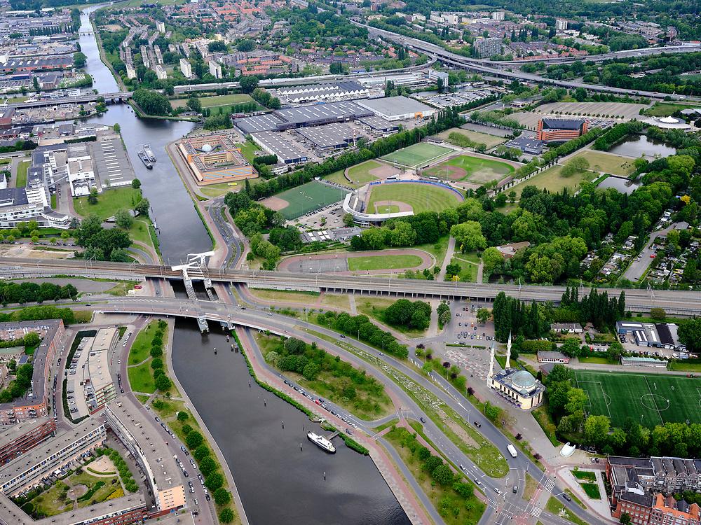 Nederland, Zuid-Holland, Rotterdam, 14-05-2020; stadsdeel het Nieuwe Westen met Delfhavense Schie, gevangenis De Schie en de de ISN Mevlana Moskee (Turks-Nederlands), architectBert Toorman.<br /> New West district with the ISN Mevlana Mosque (Turkish-Dutch), architect Bert Toorman.<br /> luchtfoto (toeslag op standard tarieven);<br /> aerial photo (additional fee required)<br /> copyright © 2020 foto/photo Siebe Swart