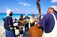 Cuba, La Havane, Les plages de l'Est, Santa Maria del Mar, musicien // Cuba, Havana, Santa Maria del Mar beach, musician