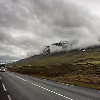 Driving between Varmahlíð und Akureyri along the valley of Öxnadalur.