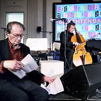 """Nederland, Amsterdam , 6 februari 2013..Gedichtenbal in de Stadschouwburg..Remco Campert bereidt zich geestelijk voor op zijn optreden in de koninklijke foyer in de Stadsschouwburg samen met altsaxofonist Benjamin Herman n.a.v de soundtrack """"Tijd duurt een mens lang"""" die hij maakte bij een documentaire die is gemaakt  over de grote dichter en toegewijd jazzfan Remco Campert.Writer, poet and jazz fan Remco Campert preparing his performance at the Poem Ball in Amsterdam."""