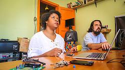 """PORTO ALEGRE, RS, BRASIL, 21-01-2017, 12h40'50"""":  Desiree dos Santos, 32, no espaço Matehackers Hackerspace, da Associação Cultural Vila Flores, no bairro Floresta da capital gaúcha. A  Consultora de Desenvolvimento de Software na empresa a ThoughtWorks fala sobre as dificuldades que enfrentadas por mulheres negras no mercado de trabalho.<br /> (Foto: Gustavo Roth / Agência Preview) © 21JAN17 Agência Preview - Banco de Imagens"""