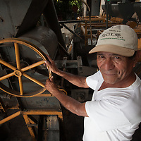 Antonio Campos, in charge of the coffee mill at Siglo XXI.