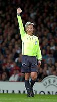 Photo: Ed Godden/Sportsbeat Images.<br /> Arsenal v Sevilla. UEFA Champions League Group H. 19/09/2007. Referee, Peter Frojdfeldt.