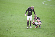 Fussball: 2. Bundesliga, FC St. Pauli - Holstein Kiel, Hamburg, 09.01.2021<br /> Philipp Ziereis (l.) und der verletzte Daniel Buballa (beide Pauli)<br /> © Torsten Helmke