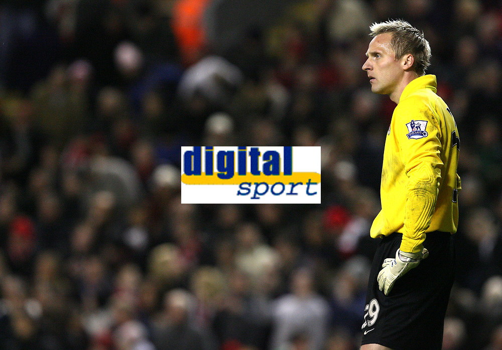 Photo: Paul Greenwood/Sportsbeat Images.<br />Liverpool v Fulham. The FA Barclays Premiership. 10/11/2007.<br />Fulham goalkeeper Antti Niemi wonders where it all went wrong
