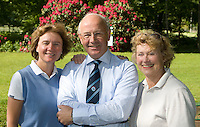 DIEPENVEEN - voorzitter Henk Kloeze (m) met bestuursleden Karin Berghuijs (l) en Hetty van Velsen (r). Sallandsche GC. COPYRIGHT KOEN SUYK