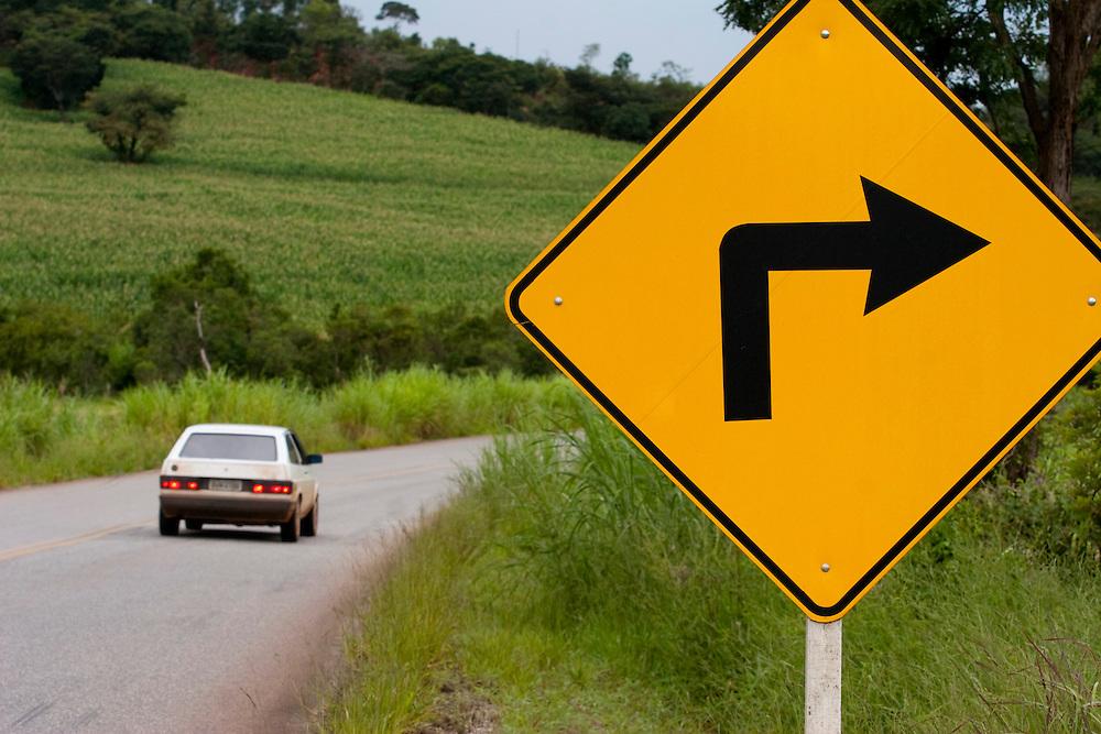 BR120_MG, Brasil...Placa de transito na BR120 em Minas Gerais...The road sign on BR120 in Minas Gerais...Foto: BRUNO MAGALHAES / NITRO