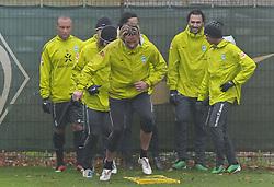 10.11.2010, Trainingsgelaende Werder Bremen, Bremen, GER, 1. FBL, Training Werder Bremen, im Bild Tim Wiese (Bremen #1, vorn)   EXPA Pictures © 2010, PhotoCredit: EXPA/ nph/  Frisch+++++ ATTENTION - OUT OF GER +++++