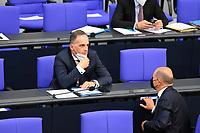DEU, Deutschland, Germany, Berlin, 25.08.2021: Bundesaussenminister Heiko Maas (SPD) und Bundesfinanzminister Olaf Scholz (SPD) während der Debatte zum Bundeswehreinsatz zur Evakuierung aus Afghanistan in der Plenarsitzung im Deutschen Bundestag.