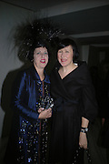 Isabella Blow and Alice Rawthorn, Cartier Dinner hosted by Arnaud Bamberger, Matthew Slotover and Amanda Sharp to celebrate the artist featured in Frieze projects 2005. Nobu Berkeley St..  London. 21 October 2005. ONE TIME USE ONLY - DO NOT ARCHIVE © Copyright Photograph by Dafydd Jones 66 Stockwell Park Rd. London SW9 0DA Tel 020 7733 0108 www.dafjones.com