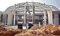 NEW DELHI - Het Jawaharlal Nehru Sports Complex, waar tijdens de Commonwealth Games 2010 ondermeer gewichtheffen en Lawn Bowls zal plaatsvinden. Foto's bij verhaal Noor Tonkens. FOTO KOEN SUYK