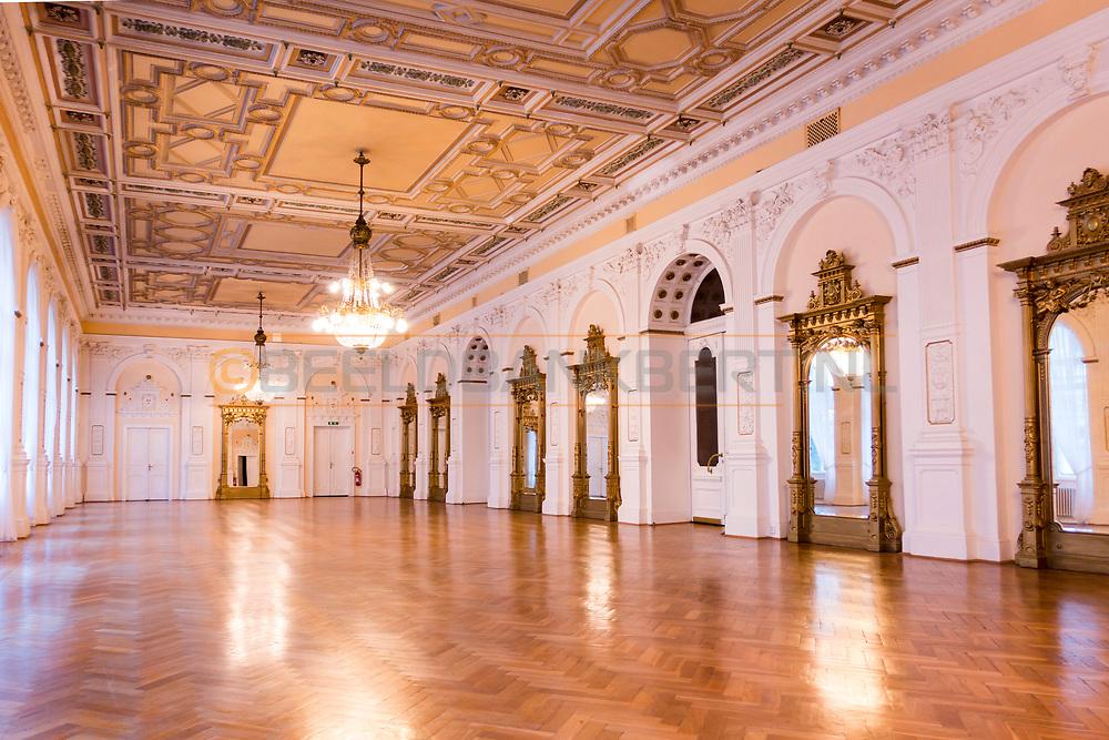 20-09-2015: Hotel Nove Lazne in Marianske Lazne (Marienbad), Tsjechië.<br /> Foto: Danszaal