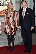 Koning Willem-Alexander en Koningin Máxima en Prinses Beatrix der Nederlanden zijn aanwezig bij de slotviering van 200 jaar Koninkrijk der Nederlanden in Amsterdam. De twee jaar durende viering wordt afgesloten met een bijeenkomst in Koninklijk Theater Carré en met een avond vol optredens op de Amstel.<br /> <br /> <br /> King Willem-Alexander and Princess Maxima and Queen Beatrix of the Netherlands to attend the final celebration of 200 years of Kingdom of the Netherlands in Amsterdam. The two-year celebration will end with a meeting in the Royal Theatre Carré and an evening of performances at the Amstel.<br /> <br /> Op de foto / On the Photo: Koning Willem-Alexander en Koningin Máxima / King Willem-Alexander and Queen Maxima