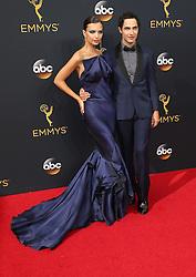 Emily Ratajkowski, Zac Posen  bei der Verleihung der 68. Primetime Emmy Awards in Los Angeles / 180916<br /> <br /> *** 68th Primetime Emmy Awards in Los Angeles, California on September 18th, 2016***
