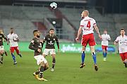 Fussball: 2. Bundesliga, FC St. Pauli - Hamburger SV, Hamburg, 01.03.2021<br /> Daniel-Kofi Kyereh (Pauli, l.) - Rick van Drongelen (HSV)<br /> © Torsten Helmke