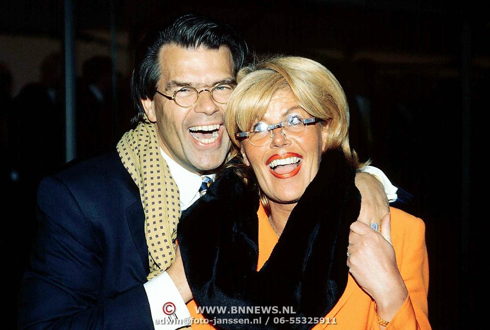1e Paal Reeuwijksepoort in Reeuwijk, Emile Ratelband en zijn vrouw Jenny van der Kraaij