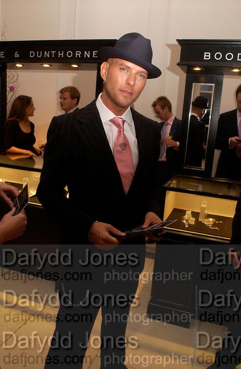 Matt Goss, British Luxury Club, Celebration, the Orangery, Kensington Palace. 16 September 2004. SUPPLIED FOR ONE-TIME USE ONLY-DO NOT ARCHIVE. © Copyright Photograph by Dafydd Jones 66 Stockwell Park Rd. London SW9 0DA Tel 020 7733 0108 www.dafjones.com
