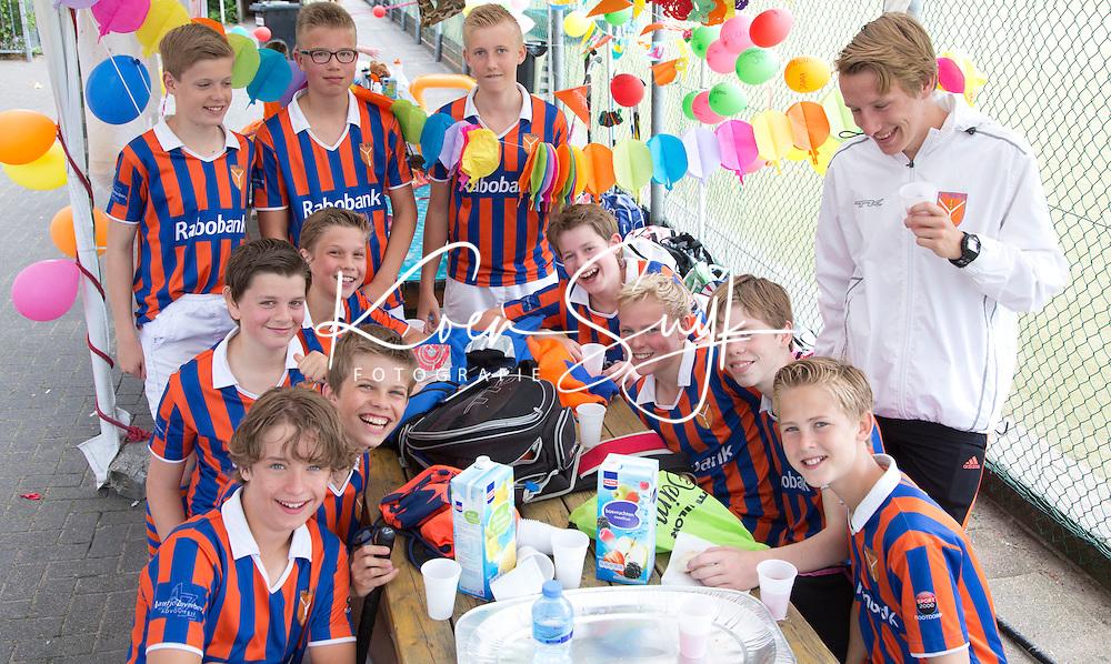 VOORSCHOTEN - C toernooi jeugd Forescate  in de sfeer van de landen die deelnemen aan het WK hockey. PHOTO KOEN SUYK