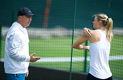 26.06.2012, Wimbledon, London, GBR, WTA, The Championships Wimbledon, im Bild Maria Sharapova puts on suncream before practice during day two of the WTA Tour Wimbledon Lawn Tennis Championships at the All England Lawn Tennis and Croquet Club, London, Great Britain on 2012/06/26. EXPA Pictures © 2012, PhotoCredit: EXPA/ Propagandaphoto/ David Rawcliff..***** ATTENTION - OUT OF ENG, GBR, UK *****