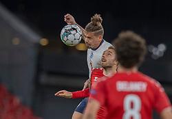 Kalvin Phillips (England) og Christian Eriksen (Danmark) under UEFA Nations League kampen mellem Danmark og England den 8. september 2020 i Parken, København (Foto: Claus Birch).