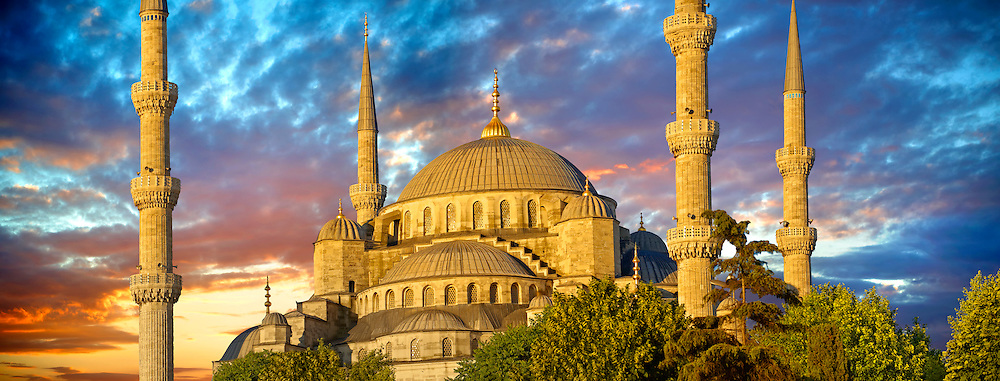 The Sultan Ahmed Mosque (Sultanahmet Camii) or Blue Mosque, Istanbul, Turkey at sunset. Built from 1609 to 1616 during the rule of Ahmed I. .<br /> <br /> If you prefer to buy from our ALAMY PHOTO LIBRARY  Collection visit : https://www.alamy.com/portfolio/paul-williams-funkystock/blue-mosque-istanbul.html<br /> <br /> Visit our TURKEY PHOTO COLLECTIONS for more photos to download or buy as wall art prints https://funkystock.photoshelter.com/gallery-collection/3f-Pictures-of-Turkey-Turkey-Photos-Images-Fotos/C0000U.hJWkZxAbg