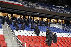 November 30, 2017 - Paris, Ile de France, France - Agents de securite faisant le tour de verification des tribunes supporters (Credit Image: © Panoramic via ZUMA Press)