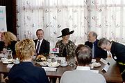 Koningin Maxima bezoekt de zorginstelling Avoord Zorg en Wonen in Etten-Leur. Zij deed dit in het kader van de Nationale Week van Zorg en Welzijn. /////  Queen Maxima visits the health care Avoord Care and Living in Etten-Leur. They did this in the context of the National Week of Health and Welfare.<br /> <br /> Op de foto/ On the photo:  Koningin Maxima ontmoet de medewerkers // Queen Maxima meets the employees