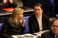 20 FEB 2003, BERLIN/GERMANY:<br /> Martina Krogmann (L), MdB, CDU und Ursula Heinen (R), MdB, CDU, waehrend der Bundestagsdebatte zur Einsetzung einer EnqueteKommission Ethik und Recht der modernen Medizin, Plenum, Deutscher Bundestag<br /> IMAGE: 20030220-01-006