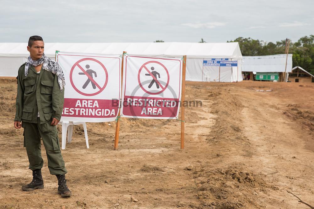 El Diamante, Meta, Colombia - 17.09.2016        <br /> <br /> On the second day of the FARC conference media representatives were able to photograph and film five minutes in the discussion area. The discussions of the conference held in a non-public context, in a zone where otherwise only delegates have access.  The  of the 10th conference of the marxist FARC-EP in El Diamante, a Guerilla controlled area in the Colombian district Meta. Few days ahead of the peace contract passing after 52 years of war with the Colombian Governement wants the FARC decide on the 7-days long conferce their transformation into a unarmed political organization. <br /> <br /> Am zweiten Tag der FARC Konferenz konnten Medienvertreter 5 Minuten im Diskussionsbereich fotografieren und filmen. Die Gespraeche der Konferenz finden in einem nicht öffentlichen Rahmen statt, in einem Geländeteil zu dem ansonsten nur die Delegierten Zutritt haben. Zehnten Konferenz der marxistischen FARC-EP in El Diamante, einem von der Guerilla kontrollierten Gebiet im kolumbianischen Region Meta. Wenige Tage vor der geplanten Verabschiedung eines Friedensvertrags nach 52 Jahren Krieg mit der kolumbianischen Regierung will die FARC auf ihrer sieben taegigen Konferenz die Umwandlung in eine unbewaffneten politischen Organisation beschließen. <br />  <br /> Photo: Bjoern Kietzmann
